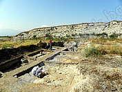 Праисторическа селищна могила при село Юнаците (Плоската могила)