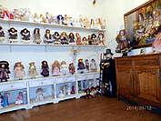 Кукли за продажба в Арт-къща